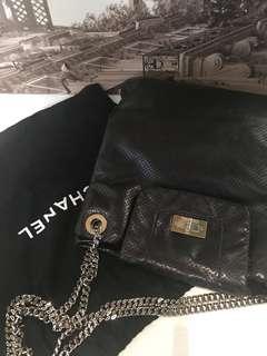 100% Chanel 黑色全皮 上肩袋