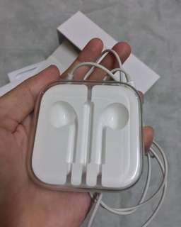 Apple Earpod + Case