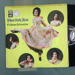 Lp Sharifah Aini (Cahaya Keinsafan) - piring hitam/vinyl