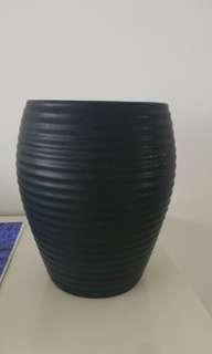 Black base pot for plants height 1321018926cm top diameter 14cm