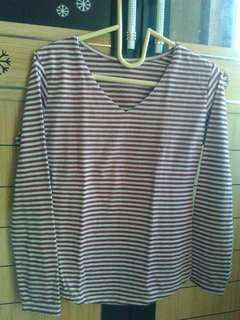Kaos stripe alias belang-belang masih bagus jarang di pake soalnya bingung pake kerudungnya hehehe