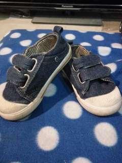 Sepatu balita denim