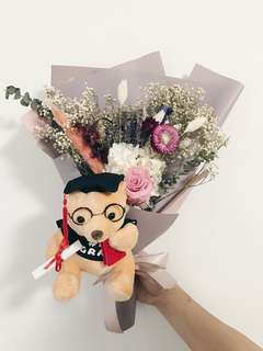 🚚 Graduation preserved flower bouquet