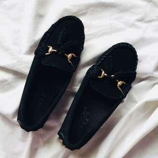 Black Basic Loafers