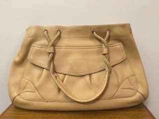 Cole Hann beige leather hand bag 真皮袋