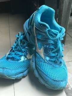 Mizuno rubber shoes