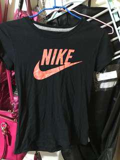 🚚 Nike上衣M