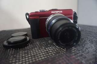 Olympus PEN E-PL1s with 14-42mm Lens 4gb SD Card