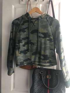 Camo crop hoodie