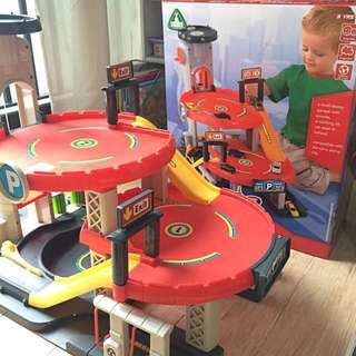 ELC Huge Big City Garage With Working Lift , Great Fun For Boy Who Loves Cars !!
