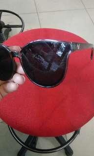 Kacamata sunglass