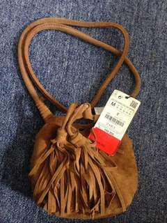 ZARA SLING BAG size M only