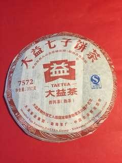 普洱茶餅: 大益品牌 2012 年 7572 熟茶餅 (357 克裝); 如相片所示