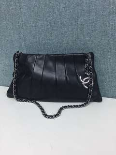 Chanel black leather chain cc logo bag