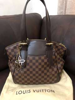 Lv verona MM 2011 with arm bag