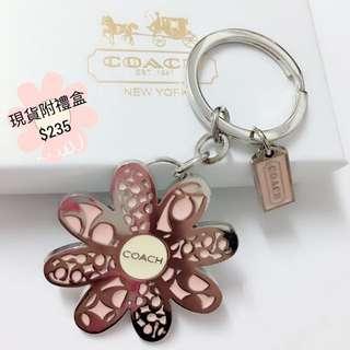 🚚 COACH鑰匙圈吊飾粉色大花(現貨附禮盒)