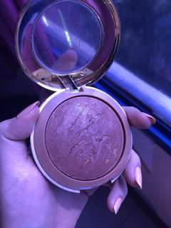 Baked bronzer milani  100% authentic