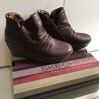 SKECHERS boots limited edition