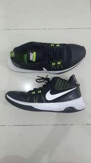 Nike Sepatu Basket Size US 10 EUR 44