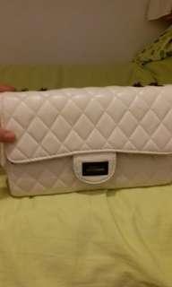 fashion bag looks like  channel bag