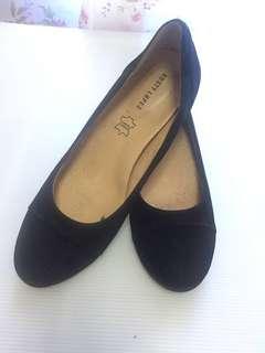 Rusty Lopez black shoes