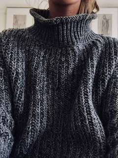 Woman's grey oversized knitted jumper size S