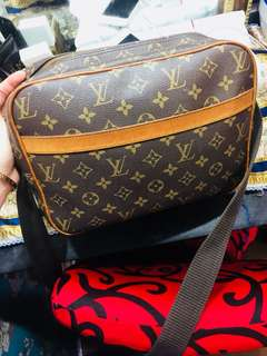 Preloved Lv sling bag! With datecode and perfect monogram print!