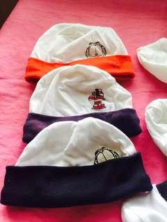 Garfield set bonnet mittens socks