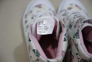 Sepatu H & M