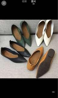 🚚 墨綠尖頭軟底平底鞋
