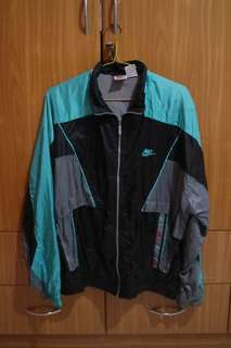 "Vintage NIKE Windbreaker ""THERE IS NO FINISH LINE"""