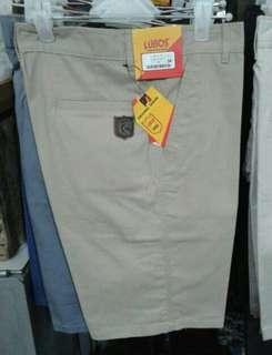 Celana pendek pria katun