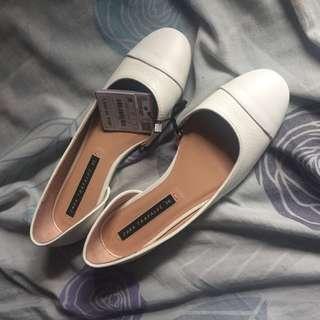 Zara Flats (white shoes) brand new