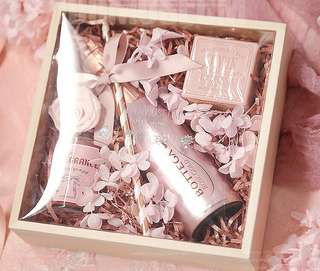 Luxury Wedding Favors / Anniversary Gifts / Company Gifts / Bridal Gifts / Birthday Presents / Customized Gift Sets / Bottega Wine Gift Set