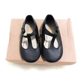 sepatu anak two little toes
