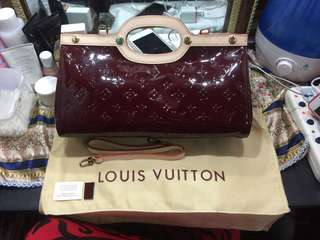 Preloved Lv Vernis two way bag! With datecode and pass as new! With complete inclusion! Japan bales! Not guaranteed authentic!!