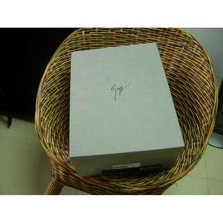 GIUSEPPE ZANOTTI 鞋盒27x36x13cm