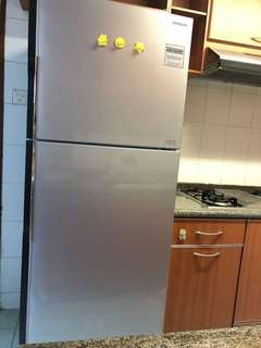 2.5 yr old fridge