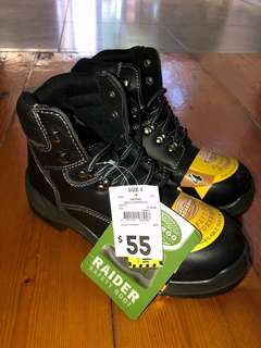 Brand new safety boots