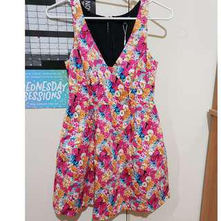flowy floral dress - size 8