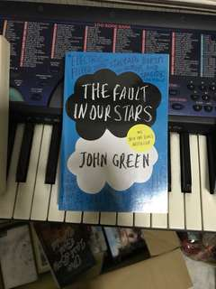 The fault in our stars (with plastic cover)