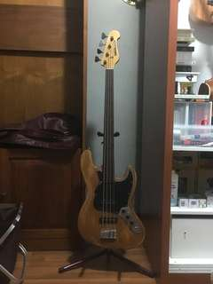 Fretless J-Bass (assembled from parts)