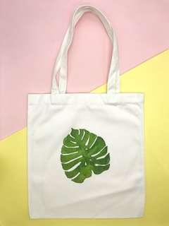 🚚 White Canvas Graphic Tote Bag (Leaf)