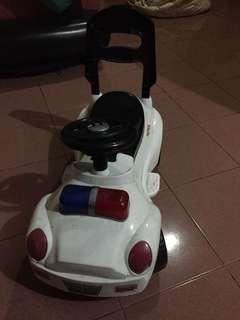 Mobil roda 3 anak warna putih