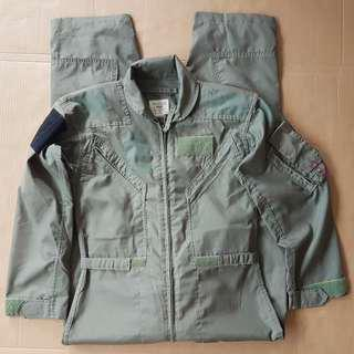 🚚 Retro Flight Suit, Vintage Flying Coverall, Rare Military Issued Jumpsuit, Combat Ready, Pilot full-body garment, RSAF issued, USA Made Flying Suit, Highly sought after, Souvenir for Collector, an Iconic Wear, History revisit, Collectables
