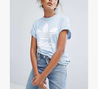 近全新adidas Originals Blue Trefoil Boyfriend T-Shirt