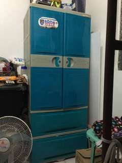 J&T Wardrobe cabinet with drawers