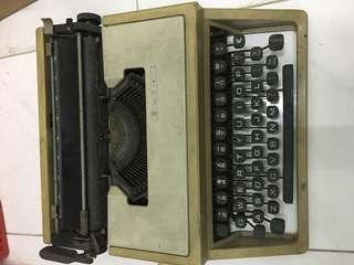 1970s typewriter