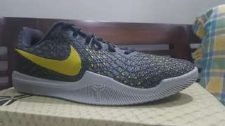 Sepatu basket Mamba Instinct