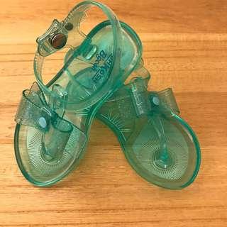 全新OshKosh綠色果凍涼鞋 7號 13-14公分